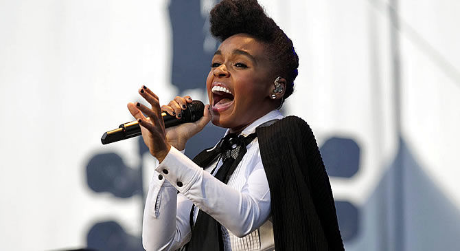 Grammy-nominated R&B artist Janelle Monae, using a Sennheiser 2000 Series wireless mic with a 935 capsule, delivered an electrifying performance to the crowds at Montréal's Osheaga Music and Arts Festival. (Photo Credit: © 2011 Pat Beaudry/Nick Leger)