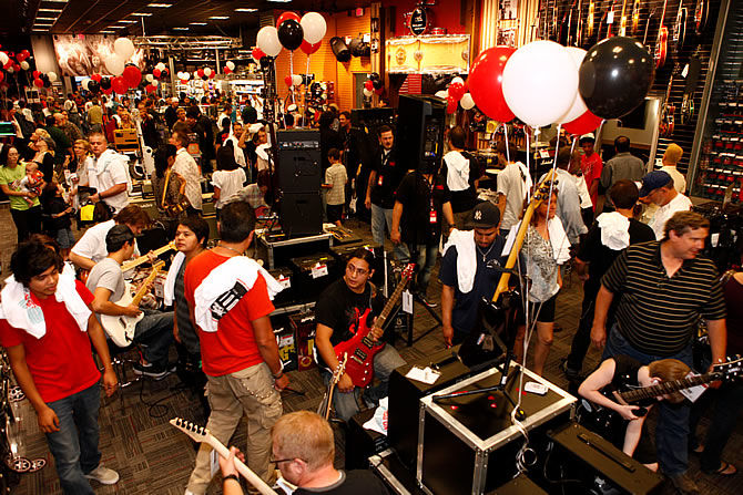 guitar center opens the 221st store in round rock texas. Black Bedroom Furniture Sets. Home Design Ideas
